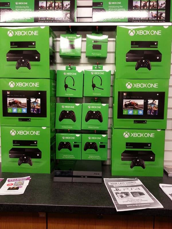 Xbox One PS4 copyXbox One Inside The Box