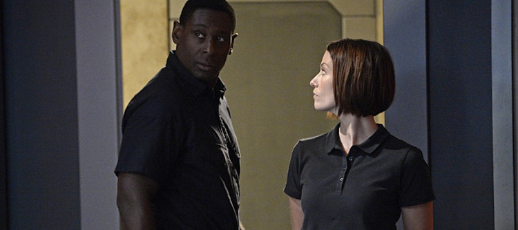 """Human For a Day"" -- Alex's mistrust of Hank reaches a breaking point when the earthquake traps them in the DEO with Jemm (Charles Halford), a powerful alien escapee, on SUPERGIRL, Monday, Dec. 7 (8:00-9:00 PM, ET/PT) on the CBS Television Network. Pictured left to right: David Harewood and Chyler Leigh Photo: Darren Michaels/Warner Bros. Entertainment Inc. © 2015 WBEI. All rights reserved."