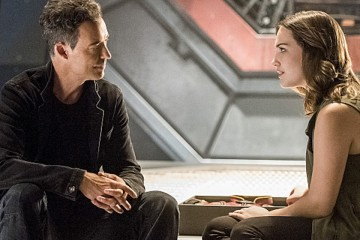 "The Flash -- ""Magenta"" -- Image: FLA303a_0335b.jpg -- Pictured (L-R): Tom Cavanagh as Harrison Wells and Violett Beane as Jesse Quick -- Photo: Dean Buscher/The CW -- © 2016 The CW Network, LLC. All rights reserved."
