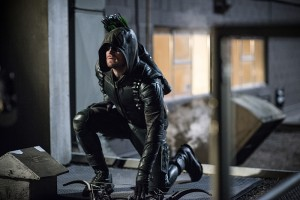 "Arrow -- ""A Matter Of Trust"" -- Image AR503B_0306b.jpg --- Pictured: Stephen Amell as Green Arrow -- Photo: Diyah Pera/The CW -- © 2016 The CW Network, LLC. All Rights Reserved."