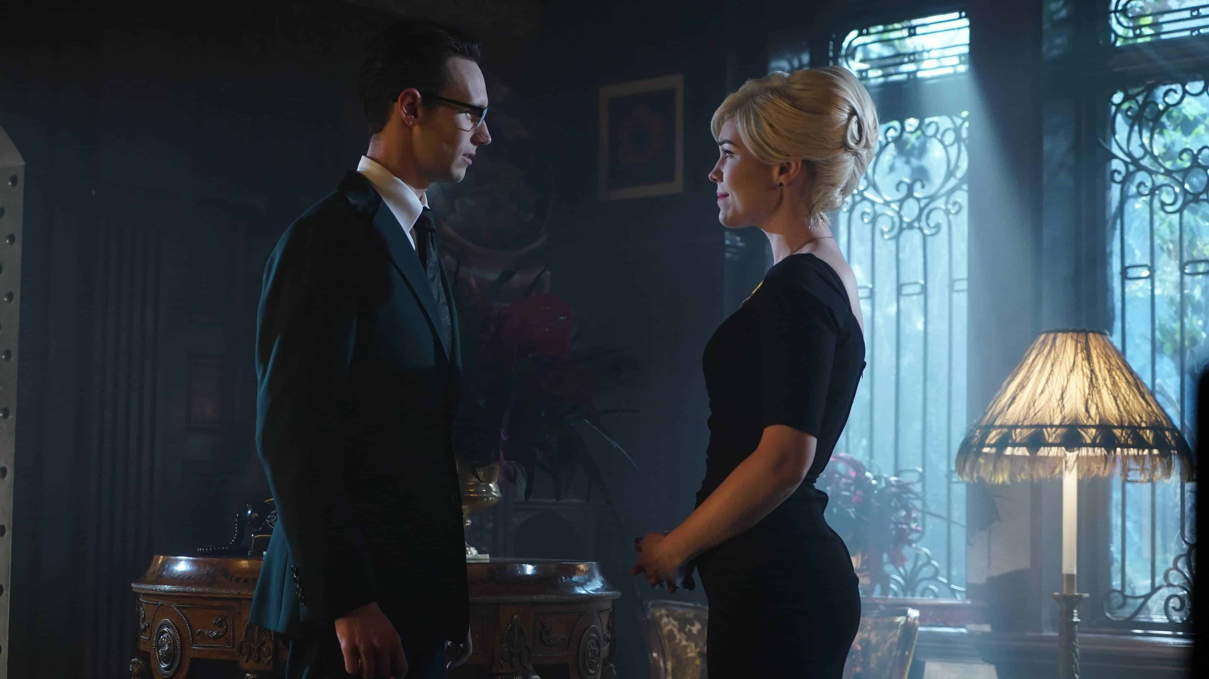 GOTHAM: L-R: Cory Michael Smith and Chelsea Spack in the ÒMad City: Red QueenÓ episode of GOTHAM airing Monday, Oct. 31 (8:00-9:01 PM ET/PT) on FOX. ©2016 Fox Broadcasting Co. Cr: Nicole Rivelli/FOX.