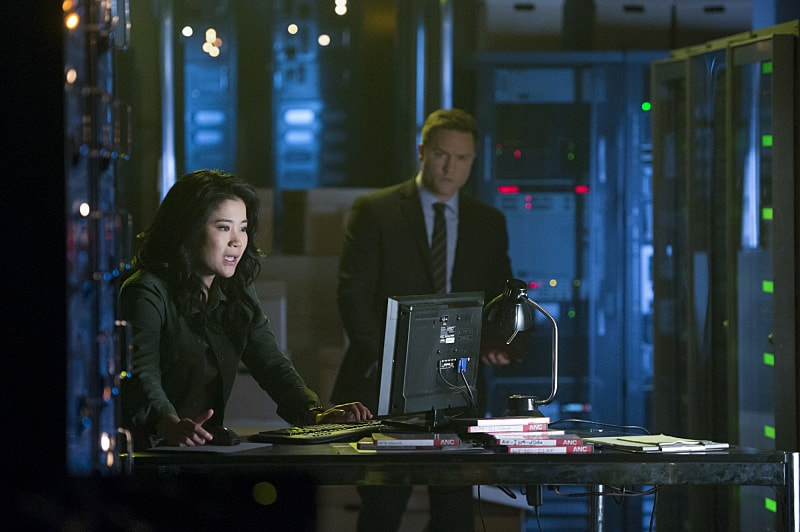 """""""We're Gonna Need a Bigger Vote"""" -- On Election Day, as democracy hangs in the balance, Team Scorpion is called on when someone tries to throw the U.S. presidential election into chaos, on SCORPION, Monday, Nov. 7 (10:00-11:00 PM, ET/PT), on the CBS Television Network. Pictured: Jadyn Wong, Scott Porter. Photo: Neil Jacobs/CBS ©2016 CBS Broadcasting, Inc. All Rights Reserved"""