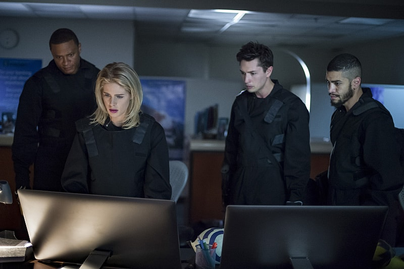 "Arrow -- ""Vigilante"" -- Image AR507b_0063b.jpg -- Pictured (L-R): David Ramsey as John Diggle, Emily Bett Rickards as Felicity Smoak, Joe Dinicol as Rory Regan, and Rick Gonzalez as Rene Ramirez -- Photo: Diyah Pera/The CW -- © 2016 The CW Network, LLC. All Rights Reserved."