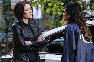"""Supergirl -- """"Crossfire"""" -- Image SPG205a_0040 -- Pictured (L-R): Chyler Leigh as Alex Danvers and Floriana Lima as Maggie Sawyer -- Photo: Robert Falconer /The CW -- © 2016 The CW Network, LLC. All Rights Reserved"""