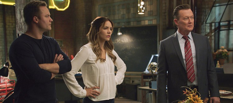 """Mother Load"" -- Paige's estranged mother calls on Team Scorpion when she accidentally uncovers a forgotten nuclear reactor on the verge of exploding, on SCORPION, Monday, Nov. 21 (10:00-11:00 PM, ET/PT), on the CBS Television Network. Pictured: Scott Porter, Katharine McPhee, Robert Patrick.  Photo: CBS ©2016 CBS Broadcasting, Inc. All Rights Reserved"