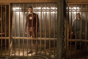 """The Flash -- """"Attack on Gorilla City"""" -- FLA313d_0437b.jpg -- Pictured (L-R): Danielle Panabaker as Caitlin Snow, Grant Gustin as Barry Allen, Carlos Valdes as Cisco Ramon and Tom Felton as Julian Albert -- Photo: Jack Rowand/The CW -- © 2017 The CW Network, LLC. All rights reserved."""