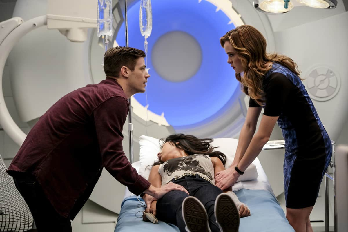 "The Flash -- "" Untouchable"" -- Image FLA312a_0085b.jpg -- Pictured (L-R): Grant Gustin as Barry Allen, Candice Patton as Iris West and Danielle Panabaker as Caitlin Snow -- Photo: Robert Falconer/The CW -- © 2017 The CW Network, LLC. All rights reserved."