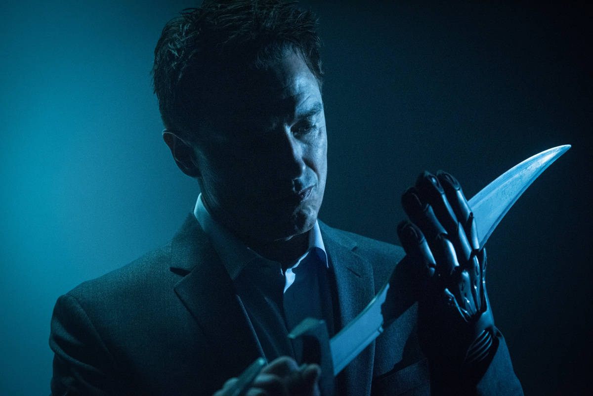 """DC's Legends of Tomorrow --""""The Legion of Doom""""-- LGN210b_0325.jpg -- Pictured: John Barrowman as Malcolm Merlyn -- Photo: Dean Buscher /The CW -- © 2017 The CW Network, LLC. All Rights Reserved"""