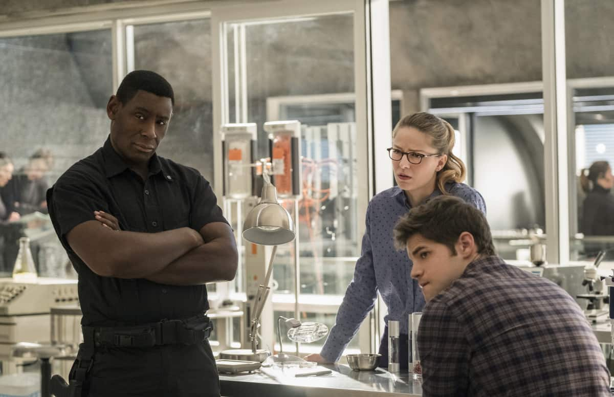 "Supergirl -- ""Luthors"" -- Image SPG212b_0014 -- Pictured (L-R): David Harewood as Hank Henshaw, Melissa Benoist as Kara, and Jeremy Jordan as Winn Schott -- Photo: Cate Cameron/The CW -- © 2017 The CW Network, LLC. All Rights Reserved"