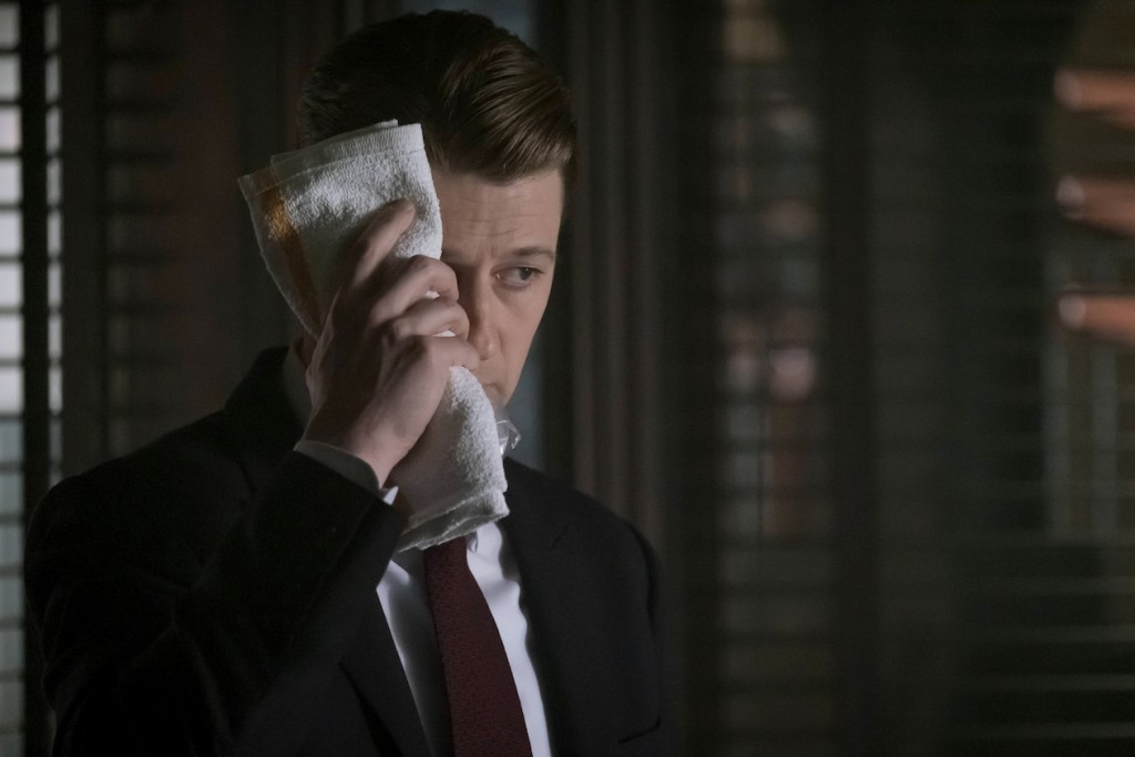 """GOTHAM: Ben Mckenzie in the """"Heroes Rise: These Delicate and Dark Obsessions"""" episode of GOTHAM airing Monday, May 1 (8:00-9:01 PM ET/PT) on FOX. Cr: Jeff Neumann/FOX"""