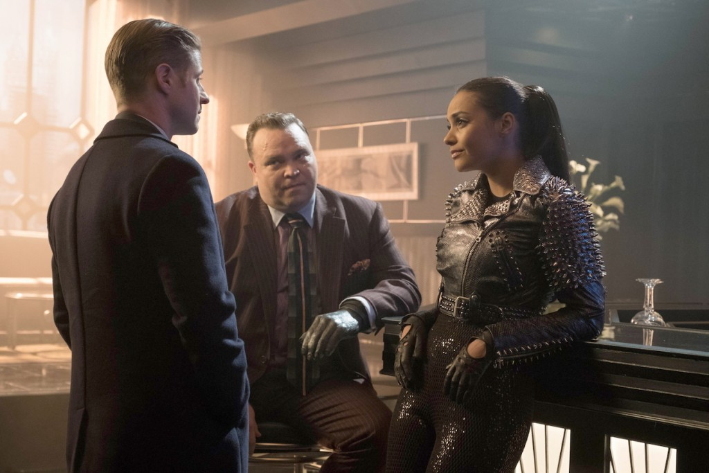 "GOTHAM: L-R: Ben McKenzie, Drew Powell and Jessica Lucas in the ""Heroes Rise: The Primal Riddle"" episode of GOTHAM airing Monday, May 8 (8:00-9:01 PM ET/PT) on FOX. Cr: Jessica Miglio/FOX"