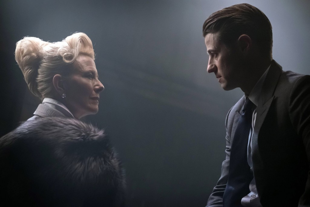 """GOTHAM: L-R: Guest star Leslie Hendrix and Ben McKenzie in the """"Heroes Rise: All Will Be Judged"""" episode of GOTHAM airing Monday, May 22 (8:00-9:01 PM ET/PT) on FOX. Cr: Jesff Neumann/FOX"""