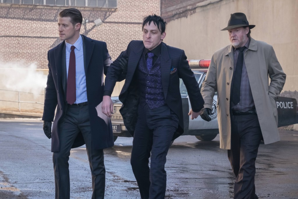 GOTHAM: L-R: Ben McKenzie, Robin Lord Taylor and Donal Logue in the second half of the special two-hour season finale episode of GOTHAM, ÒHeroes Rise: Heavydirtysoul,Ó airing Monday, May 29 (9:00-10:00 PM ET/PT) on FOX.Ê Cr: Jeff Neumann/FOX